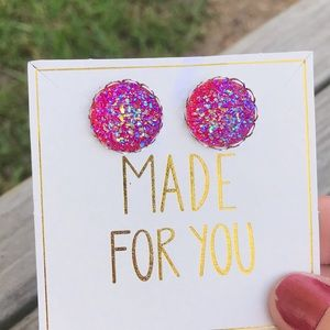 ✨NEW✨Iridescent Red Druzy Earrings!